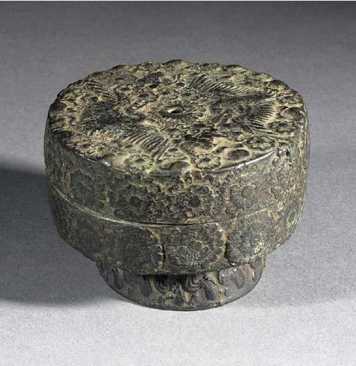 A Korean bronze circular foote