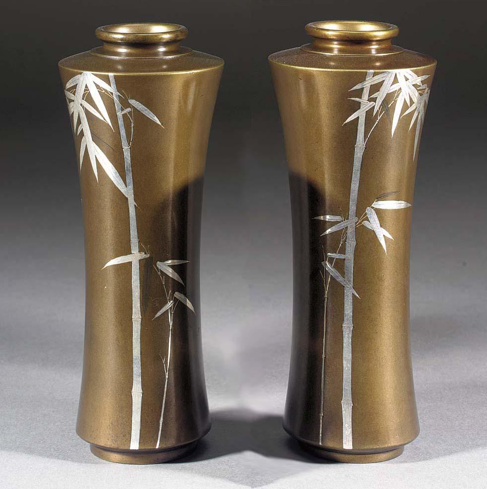 A pair of slender flaring pati
