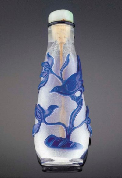 A blue overlay glass snuff bot