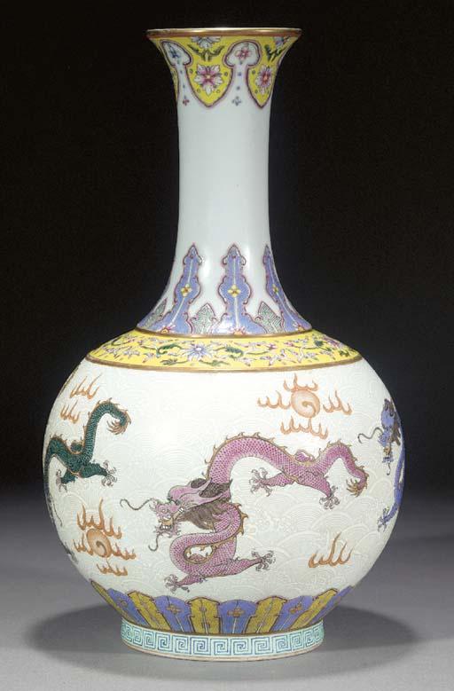 A famille rose bottle vase 19t