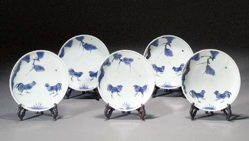 Set of five blue and white dis
