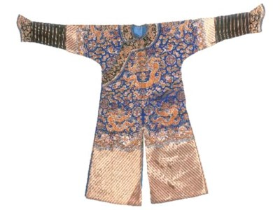 A formal court robe (chi'fu) o