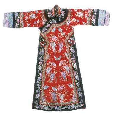 A lady's informal fitted robe