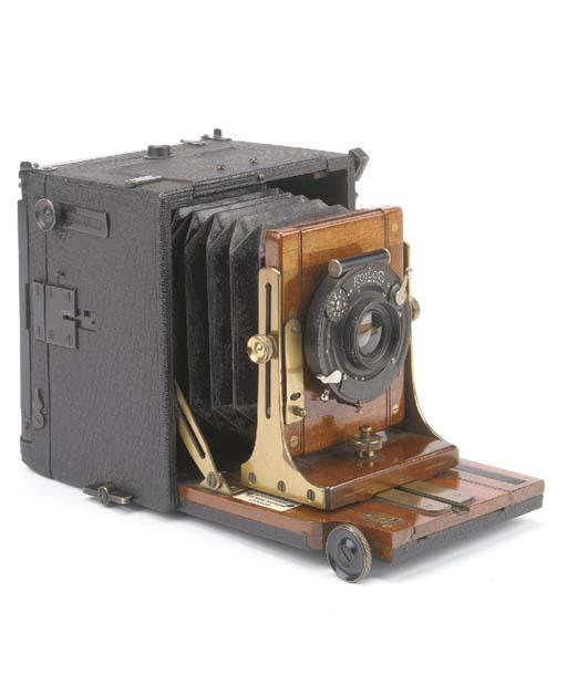 Alpha Deluxe hand camera