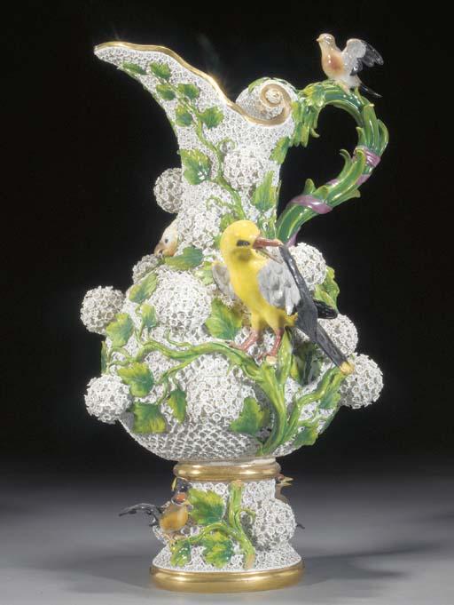 A Meissen schneeballen vase mo