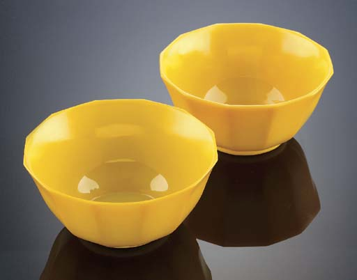 A pair of Beijing yellow glass