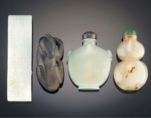 A celadon jade snuff bottle 18