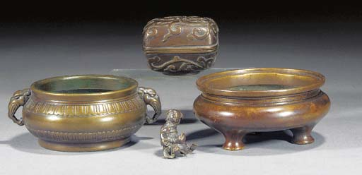 A Chinese bronze censer 18th C