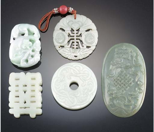 A Chinese jadeite pendant 19th