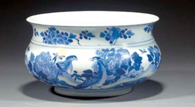 A Chinese blue and white bombe