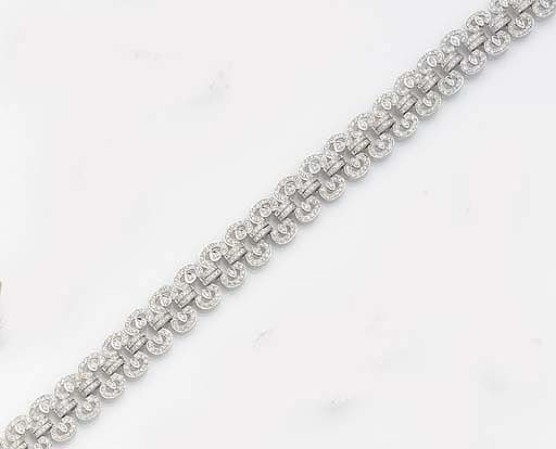 A DIAMOND COLLAR NECKLACE,