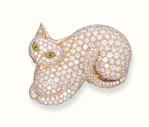 A DIAMOND-SET CAT BROOCH