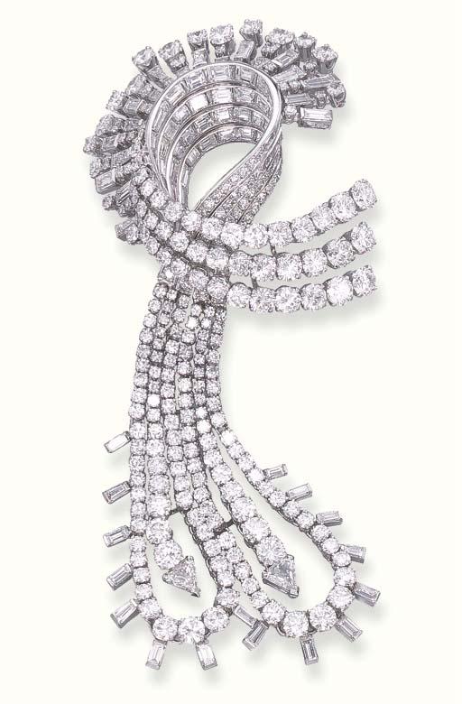 A DIAMOND CLIP BROOCH, BY GÜBE