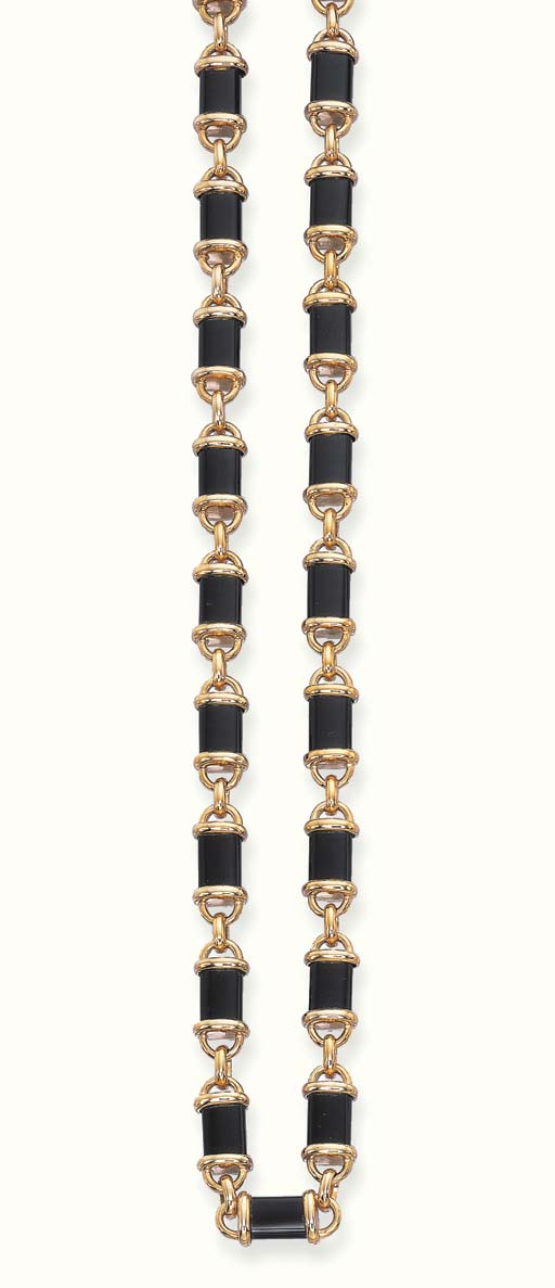 AN 18K GOLD AND ONYX NECKLACE,