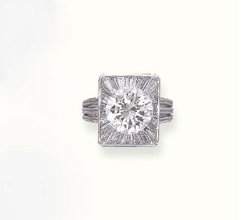 A DIAMOND RING, BY GUBELIN
