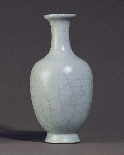 A FINE GUAN-TYPE BALUSTER VASE