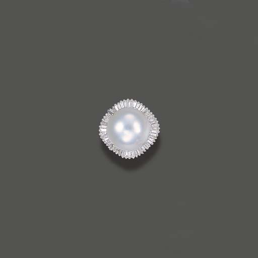 A SOUTH SEA CULTURED PEARL AND