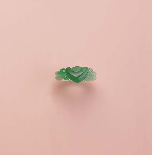 AN UNUSUAL CARVED JADEITE RING