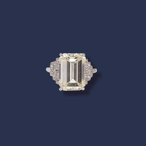 AN EMERALD CUT DIAMOND RING