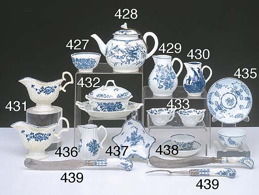 A LOWESTOFT BLUE AND WHITE TEA BOWL AND SAUCER