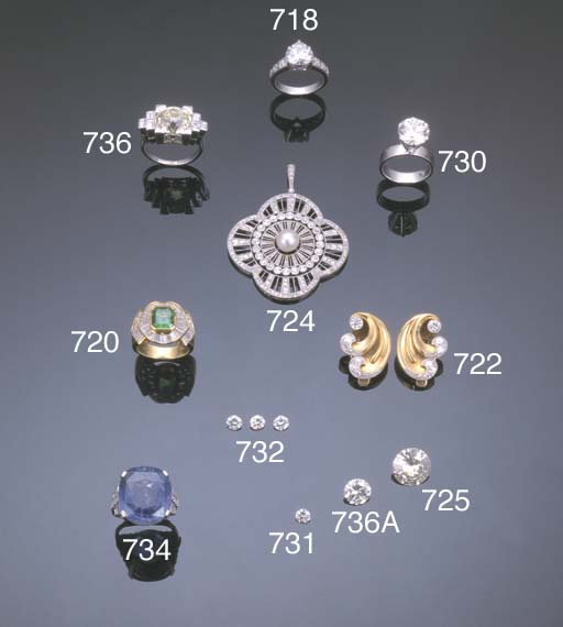 A PAIR OF RETRO DIAMOND SCROLL EARRINGS