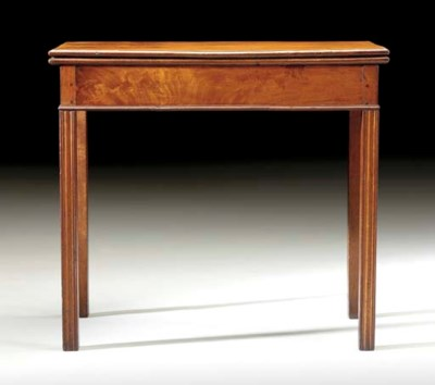A CHIPPENDALE MAHOGANY CARD TA