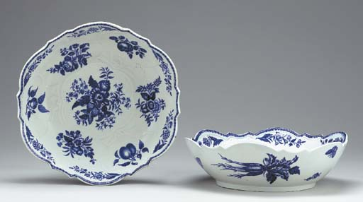 A PAIR OF CAUGHLEY BLUE AND WHITE SILVER-SHAPED SALAD BOWLS