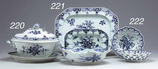 A WORCESTER BLUE AND WHITE QUATREFOIL TUREEN, COVER AND A STAND