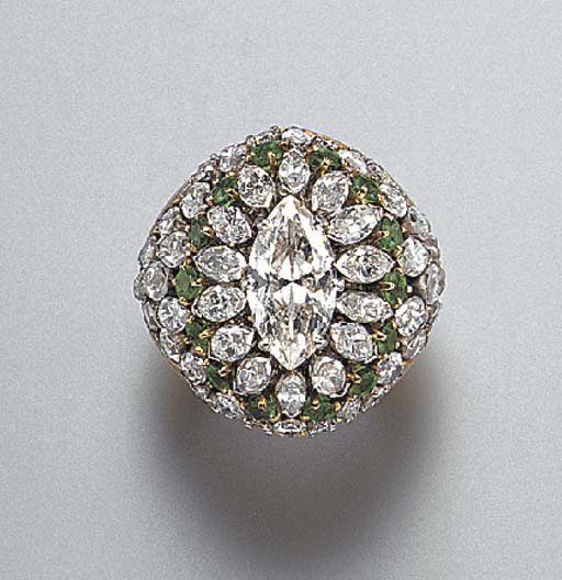 A DIAMOND AND EMERALD COCKTAIL RING