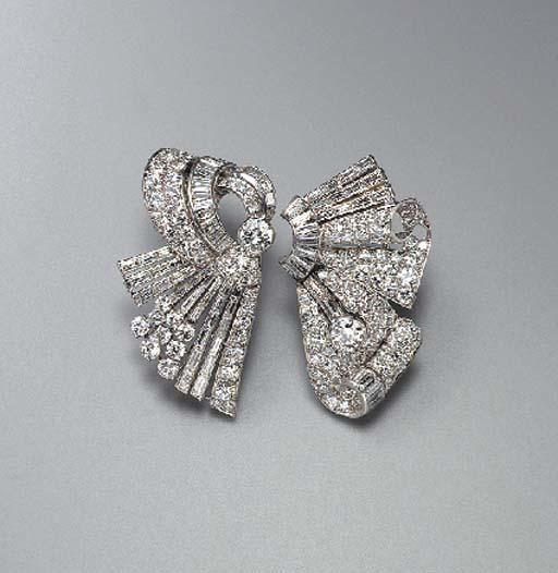 A PAIR OF ART DECO DIAMOND DOUBLE CLIPS