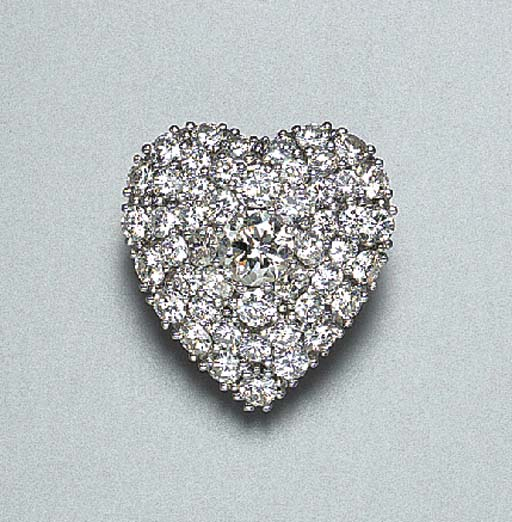 A DIAMOND HEART PENDANT BROOCH
