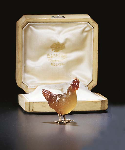 A MINIATURE AGATE AND GOLD MODEL OF A HEN