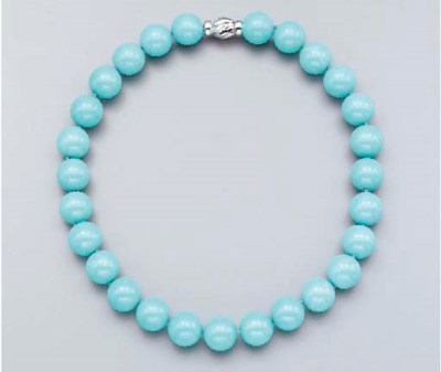 A SINGLE-STRAND TURQUOISE BEAD