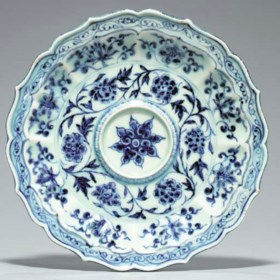 A Blue and White Petal-Molded Cup Stand