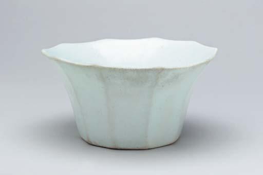 A White Porcelain Bevelled Rit