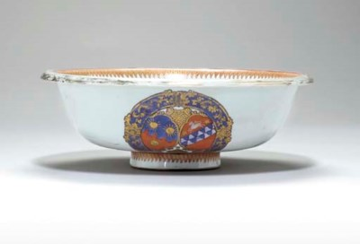 A CHINESE EXPORT ARMORIAL BOWL