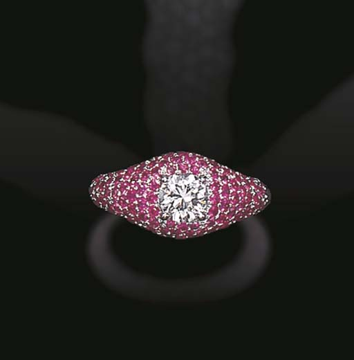 A FAINT PINK DIAMOND AND PINK SAPPHIRE RING