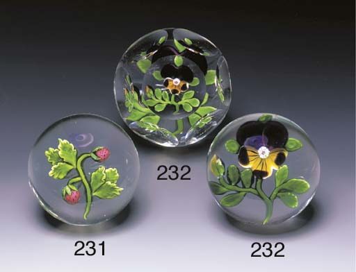 A BACCARAT FACETED PANSY WEIGH