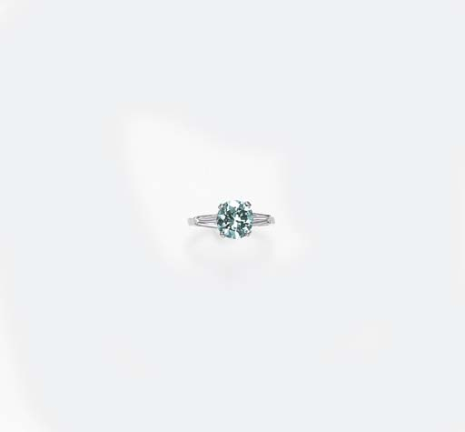 A BLUISH GREEN DIAMOND RING