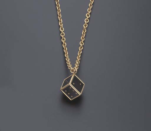 A BLACK DIAMOND AND GOLD PENDANT NECKLACE