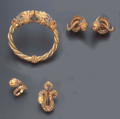 A GROUP OF GOLD CHIMERA JEWELR