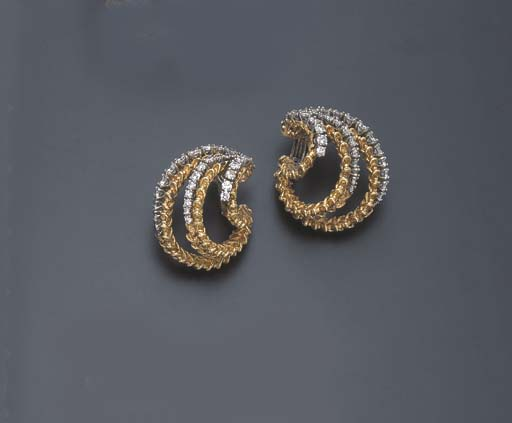 A PAIR OF DIAMOND AND GOLD EAR CLIPS