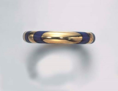 A LAPIS LAZULI AND GOLD BANGLE