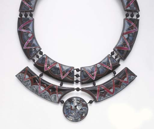 A MULTI-COLOR ENAMEL, ONYX AND SILVER NECKLACE