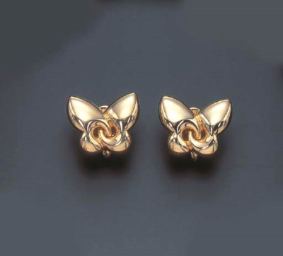 A PAIR OF GOLD EAR CLIPS, BY B