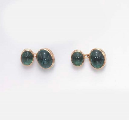A PAIR OF EMERALD CUFF LINKS