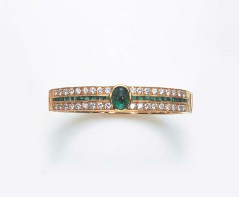 AN EMERALD AND DIAMOND BANGLE