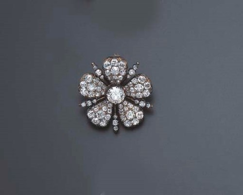 AN ANTIQUE DIAMOND PIN