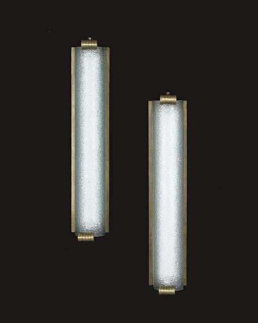 A PAIR OF GILT-METAL MOUNTED ETCHED GLASS SCONCES
