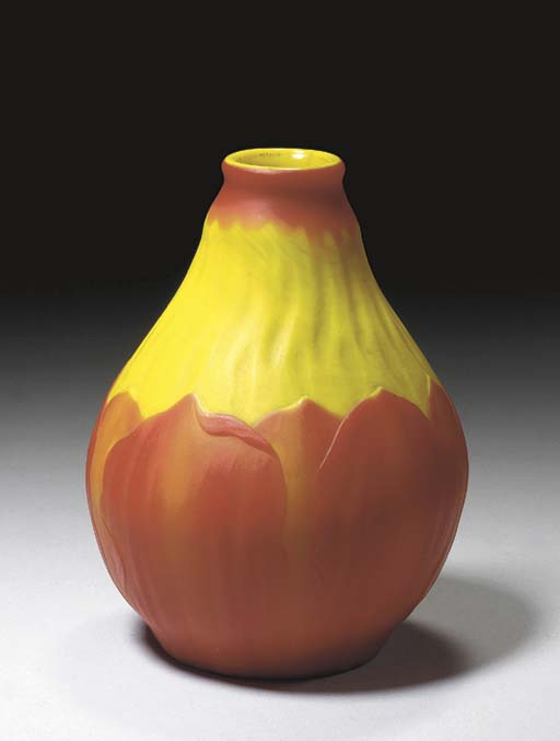 A CAMEO-CARVED FAVRILE GLASS VASE